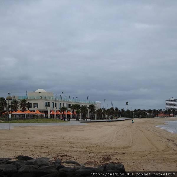 St. Kilda 不白但很細的沙灘