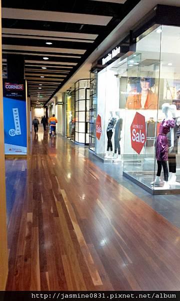 寬敞明亮的購物空間