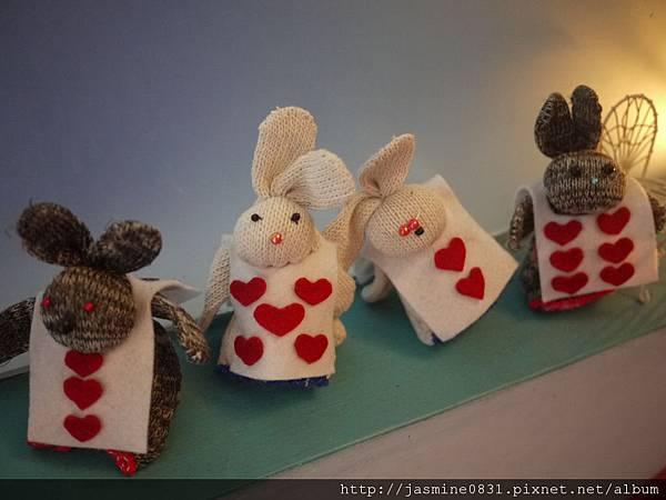 傻愣愣的小兔們