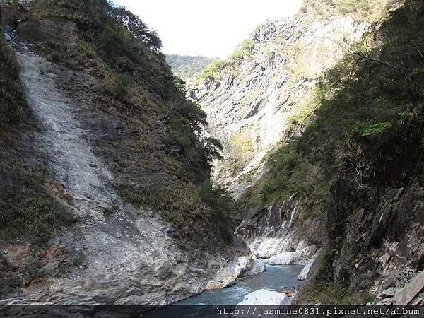 白楊步道峽谷溪流