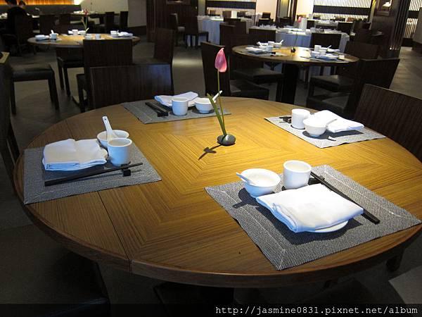 舒雅的擺桌