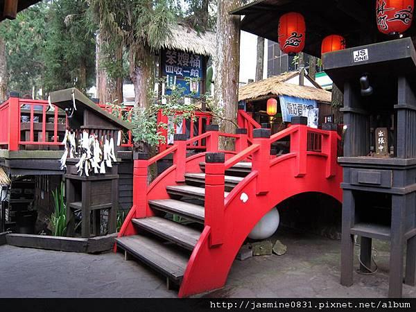 有點假的日式小橋