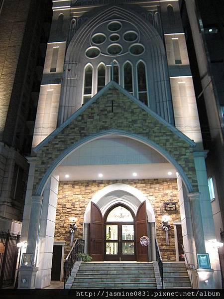 飯店隔壁的教堂