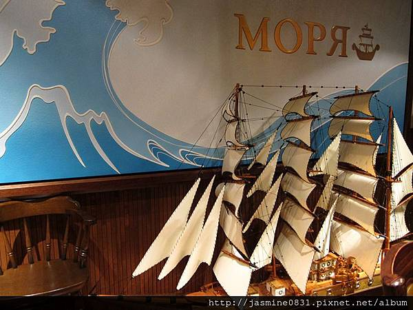Mouriya店裡用大帆船裝飾
