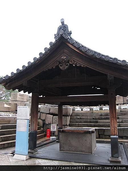 大阪城內的古水井