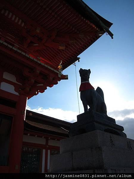 神氣的狐狸雕像 (2)