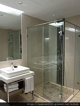 文創慢活之嘉義商旅 乾淨明亮的浴室