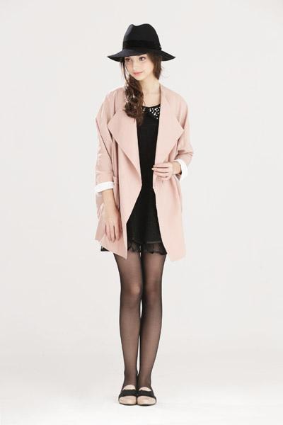 寬鬆感翻領撞色袖口大衣外套-女2