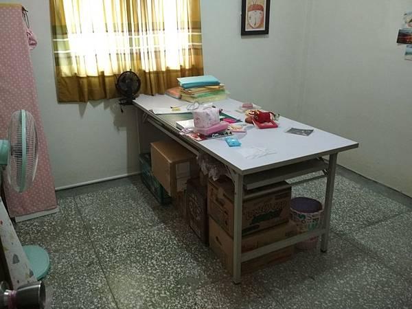 工作桌 (2).jpg