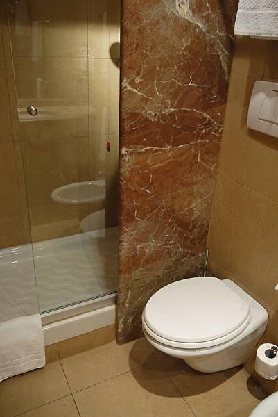 歐式的浴室,非常的小