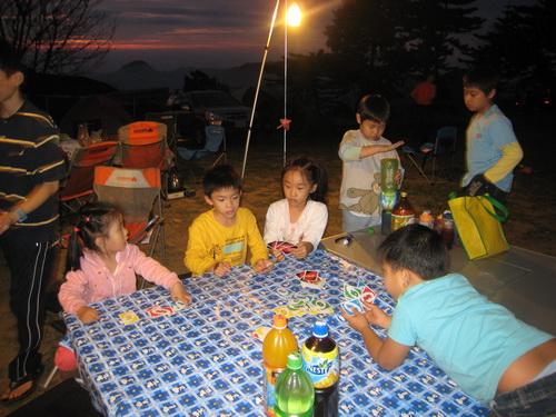等待晚餐的孩子們.jpg.JPG