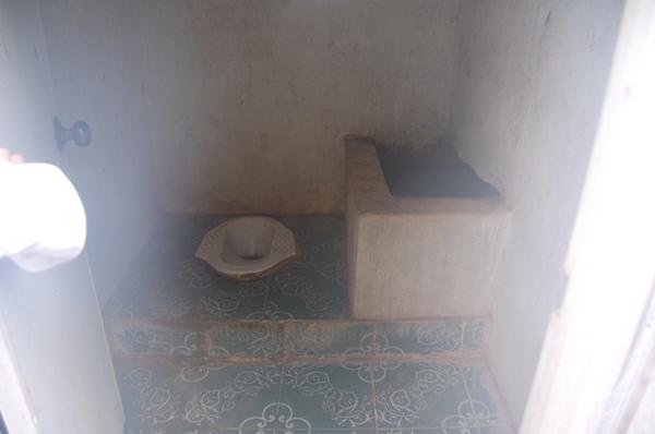 前往原始遺蹟Beng Mele的洗手間
