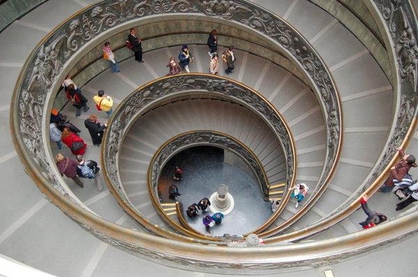 博物館的旋轉梯.JPG