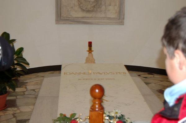 教宗之墓,只能看兩秒.JPG