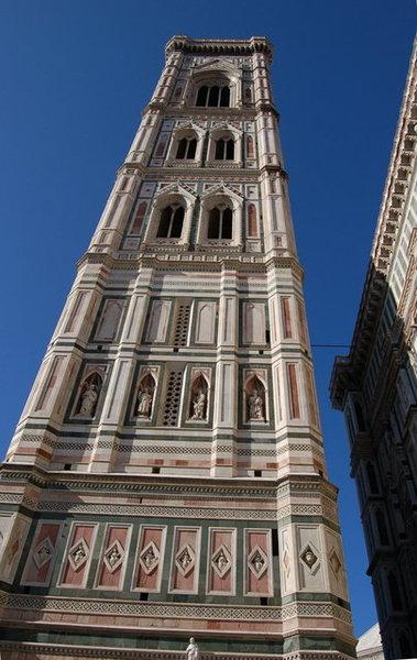 百花大教堂旁邊的高塔.JPG