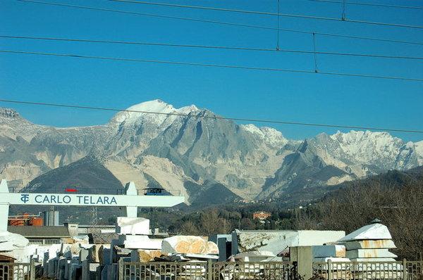 坐錯火車,看到雪白的山頭.JPG