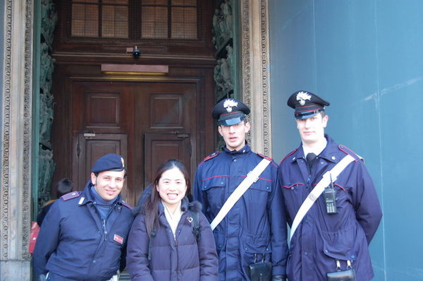 米蘭大教堂的警衛.JPG