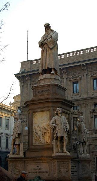 達文西雕像.JPG