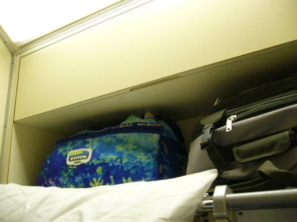 離開米蘭的臥舖,這是放行李的.JPG