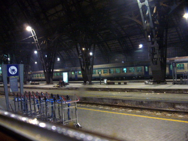 夜闌人靜的米蘭火車站.JPG