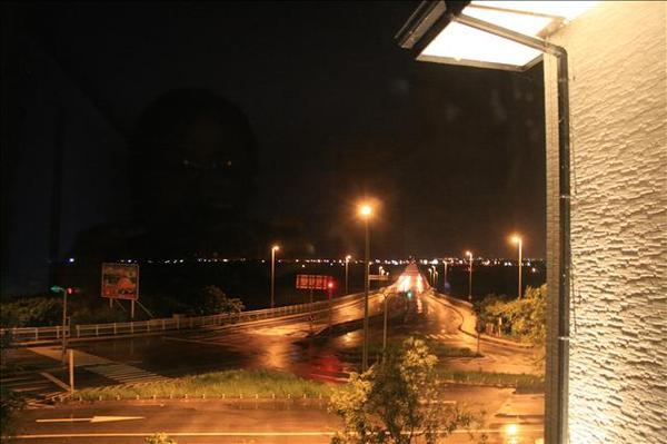 民宿外的窗景