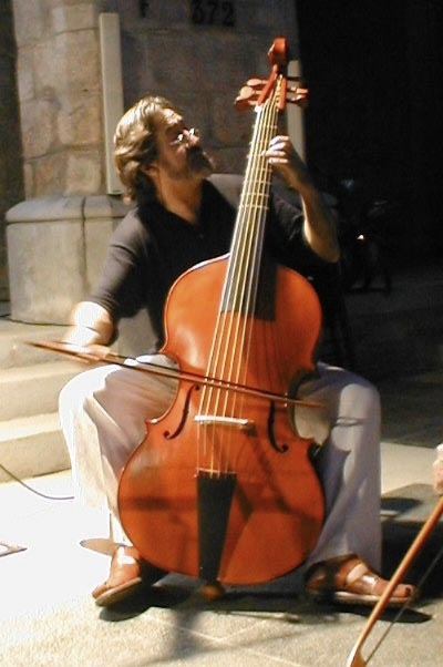 viola da gamba playing.jpg