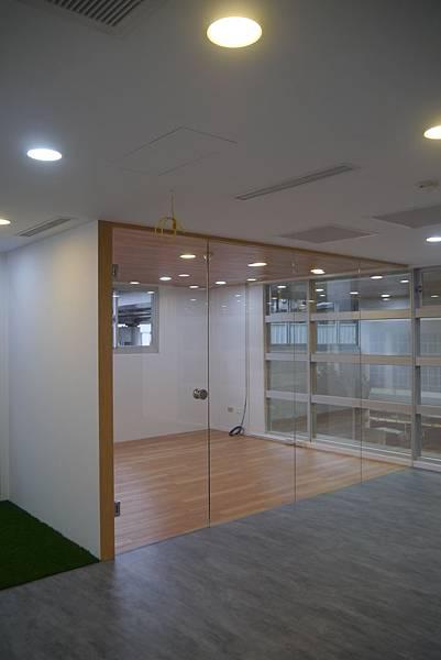 辦公室玻璃隔間 (17).JPG