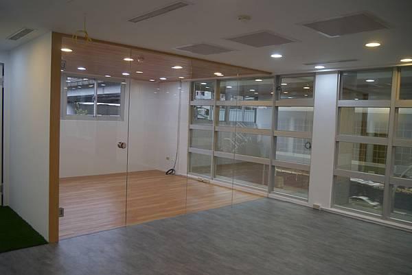辦公室玻璃隔間 (16).JPG