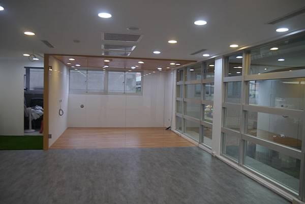 辦公室玻璃隔間 (14).JPG