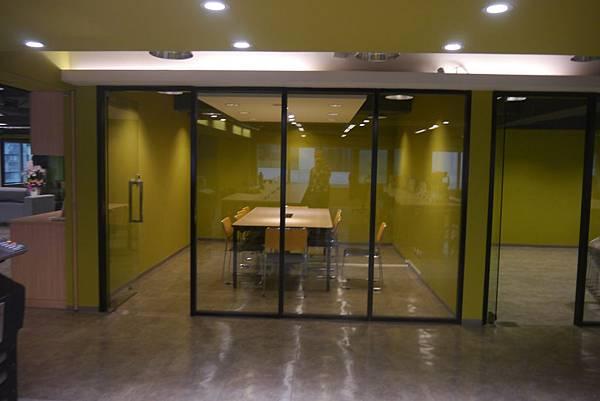 辦公室玻璃隔間 (12).JPG