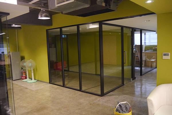 辦公室玻璃隔間 (11).JPG