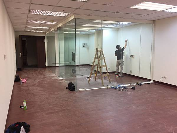 辦公室玻璃隔間 (9).JPG