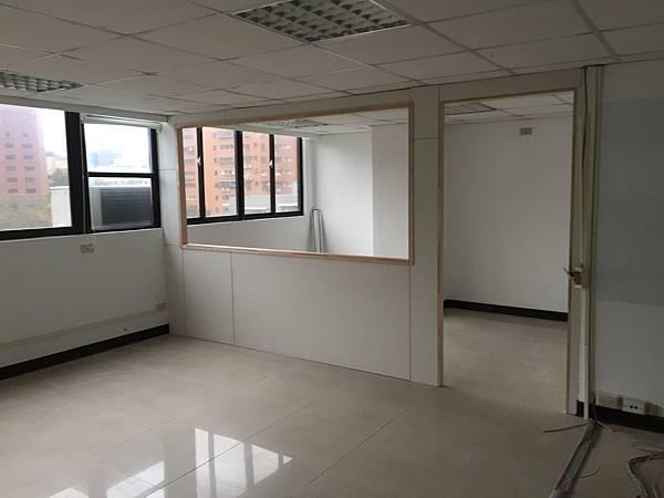 辦公室玻璃隔間 (6).JPG