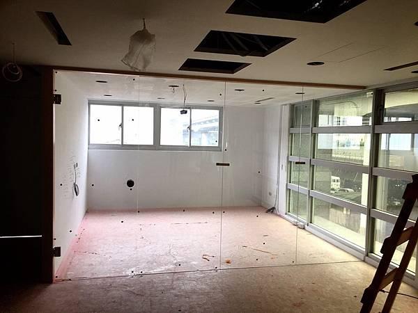 辦公室玻璃隔間 (2).JPG