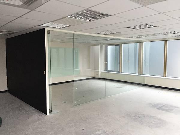 辦公室玻璃隔間 (4).JPG