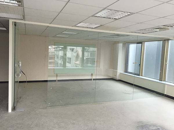 辦公室玻璃隔間 (3).JPG
