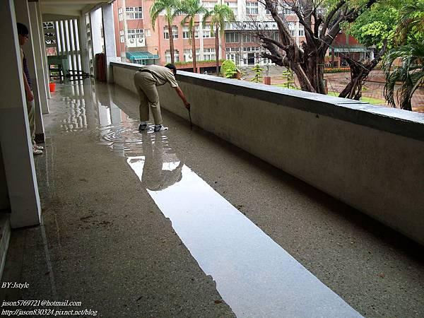 淹水的走廊.JPG