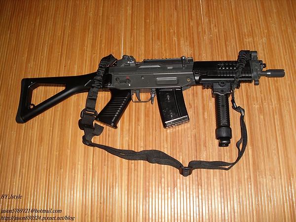 SIG 552+槍背帶+握把.JPG