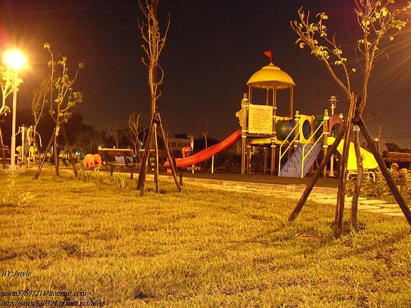 兒童遊樂區.JPG