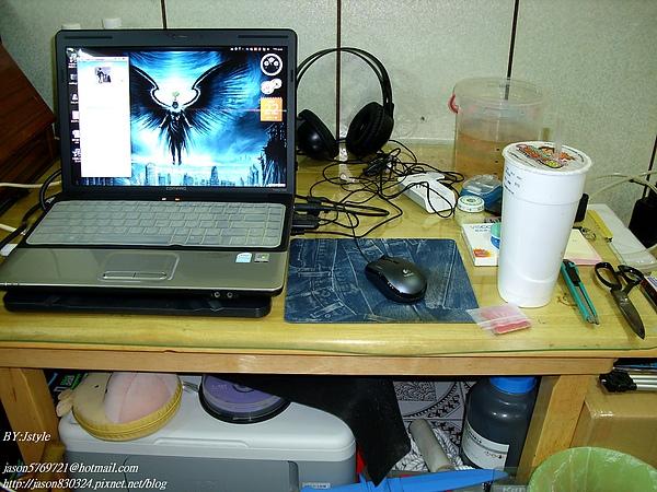 電腦桌.JPG