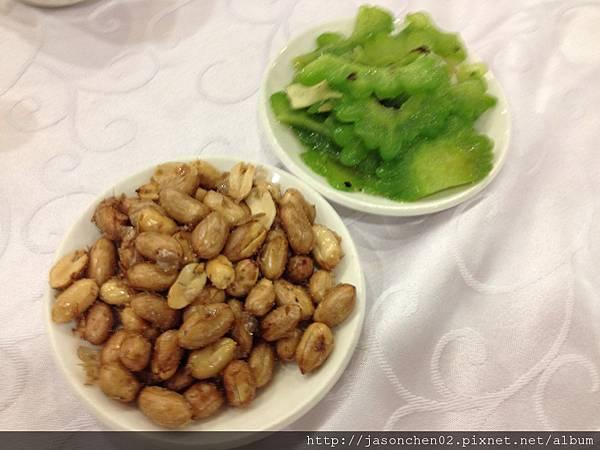 花生米與涼拌苦瓜