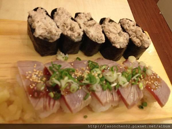 鮪魚沙拉軍艦及炙燒握壽司