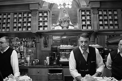 italy-coffee-shop.jpg