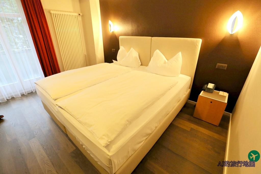 Standard Twin Room4.JPG