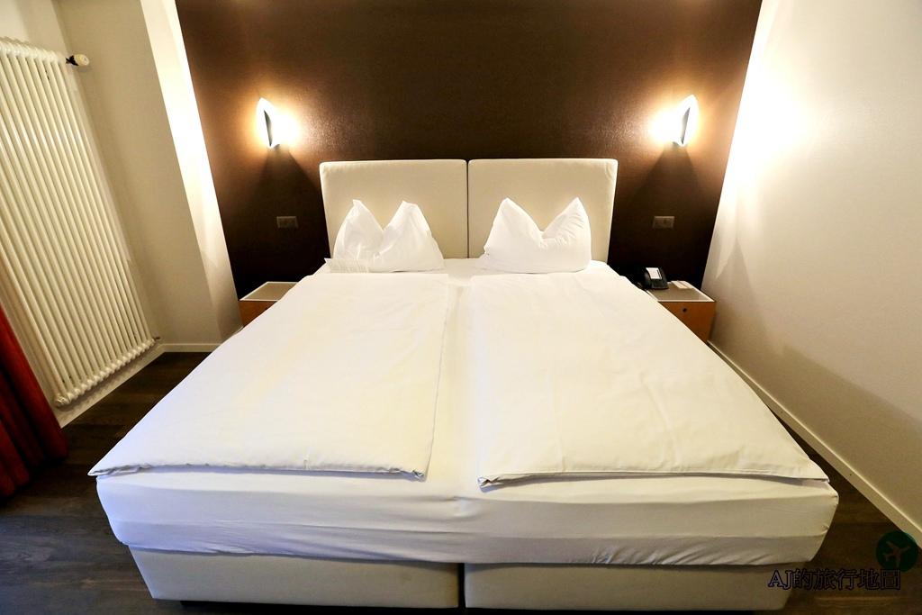 Standard Twin Room5.JPG