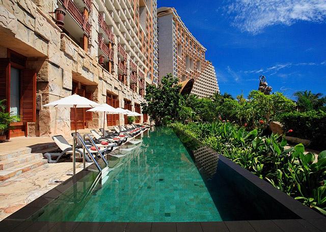 pattaya-lap-pool-at-fitness-centre-01-640x457.jpg