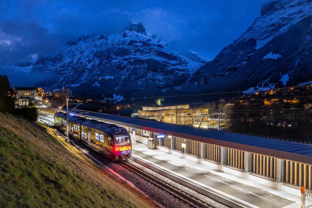 5 Grindelwald-Terminal-Bahnhof-BOB-Abend.jpg