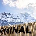 15 Grindelwald-Terminal-Aussenansicht-Schriftzug-Eiger-Winter.jpg