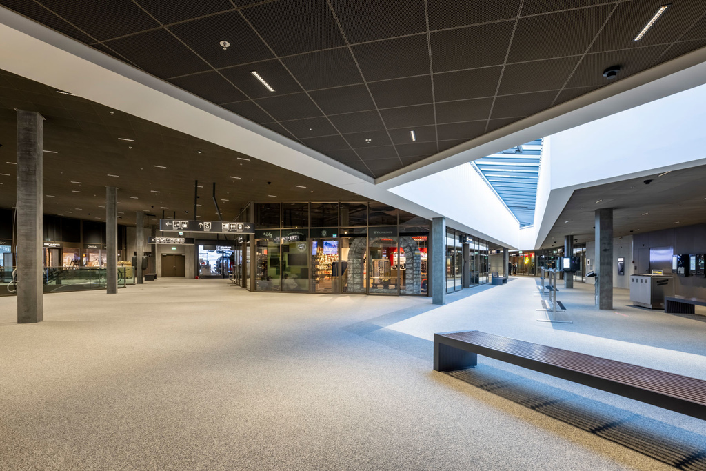 30 Grindelwald-Terminal-Innen-Ansicht-Top-of-Europe-Shop.jpg
