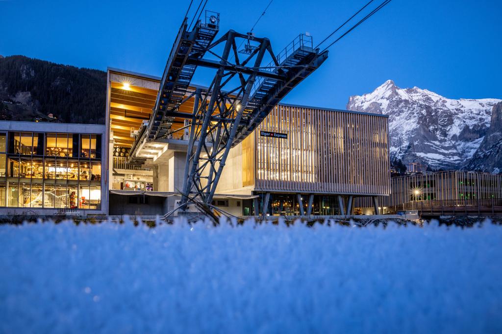 70 Grindelwald-Terminal-Station-Eiger-Express-Aussenaufnahme-Wetterhorn-Abend.jpg